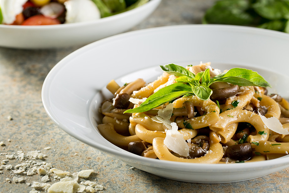 """ביסטרו """"לחם יין"""" משיק קונספט איטלקי המציע ארוחת ערב זוגית לחוויה קולינארית עשירה ומהנה."""