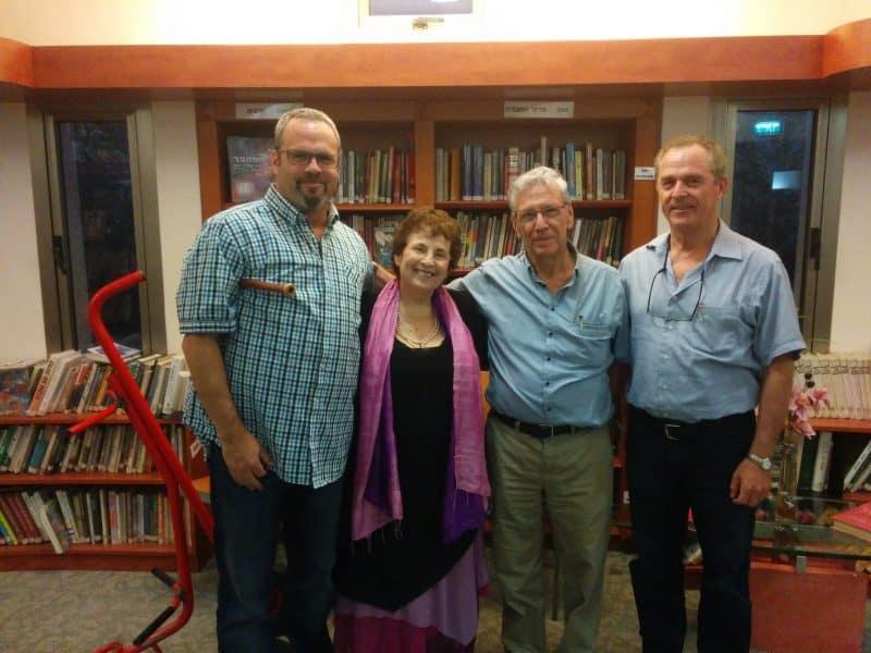 עמוס עוז במפגש שיח עם תושבי סביון