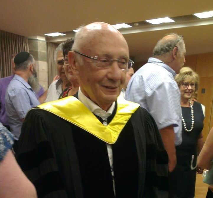 עמנואל צבי ליבן, תושב יהוד מזה 52 שנים, גמלאי התעשייה האווירית, קיבל תואר דוקטור לשם כבוד מהטכניון על פועלו בקידום ענף התעופה בישראל ומציאת אינספור פתרונות הנדסיים חדשניים.