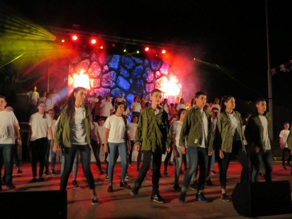 מאות בוגרי בתי ספר אלון ובן גוריון חגגו במסיבת סיום משותפת וייחודית את המעברל תיכון החדש שיפתח ב 1.9