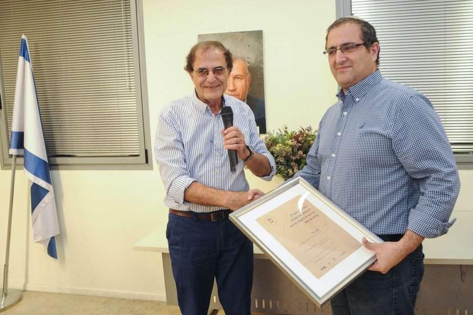 """מנכ""""ל עיריית גבעת שמואל גבי חדד זכה בפרס על יזמות עירונית מטעם קרן רוני פינשטיין"""