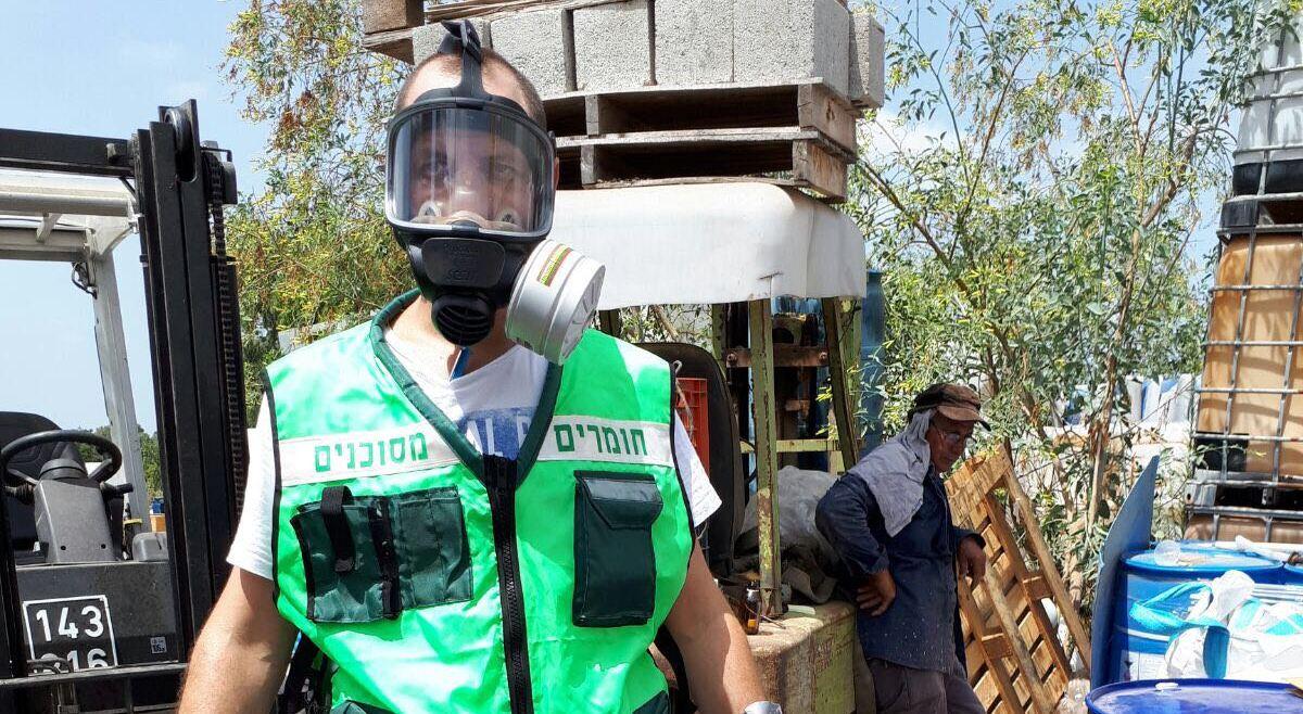 מכלי חומרים מסוכנים במתחם באור יהודה 1