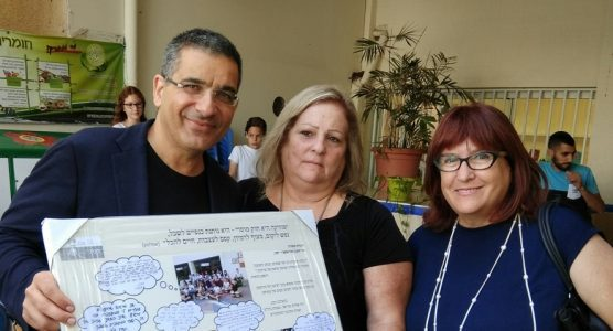יעקב אטראקצי תורם לבתי ספר ביהוד