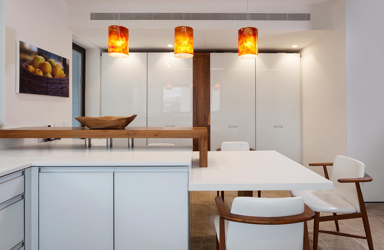 חברת EMB המתמחה בתכנון, עיצוב ובניית מטבחים, ארונות אמבטיה, ארונות קיר וריהוטים ייחודיים לבית