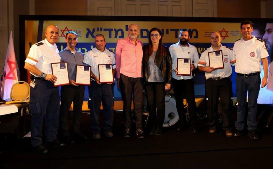 ישראל גרמולין וצוות מדא שהציל את חייו - צילום אלירן אביטל