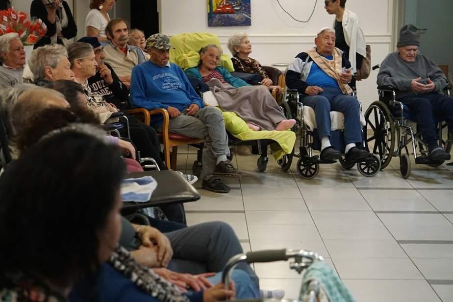 המרכז ללימודים אקדמאים מתגייס למען הקשישים