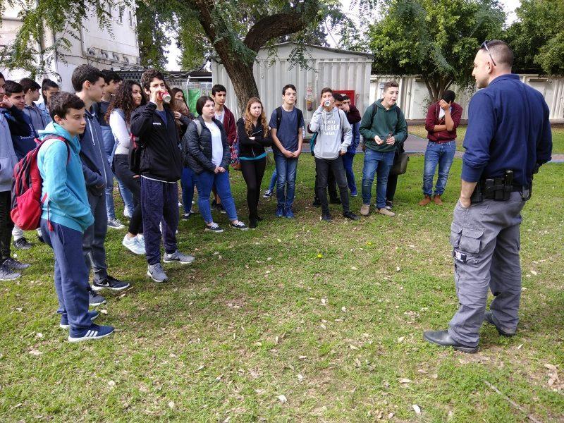 תלמידי חטיבת סביונים מיהוד בתחנת מסובים