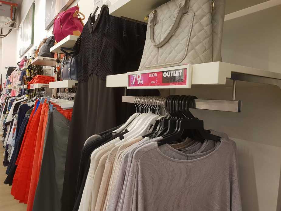 מבחר רחב של בגדים ומידות