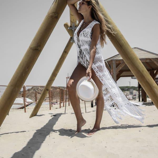 בגד חוף לבן