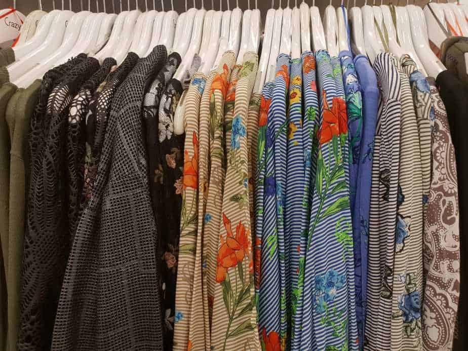 מבחר חולצות בהדפסים שונים
