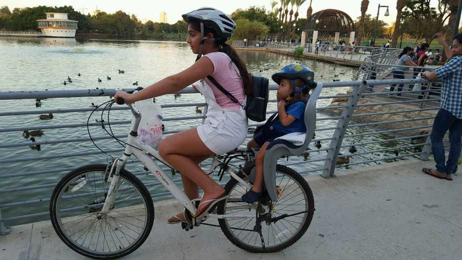 חנות ''שלום אופניים'' בגני תקווה. לימוד שעורי רכיבה לילדים
