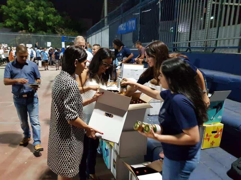 חלוקת סלי מזון למשפחות מעוטות יכולת
