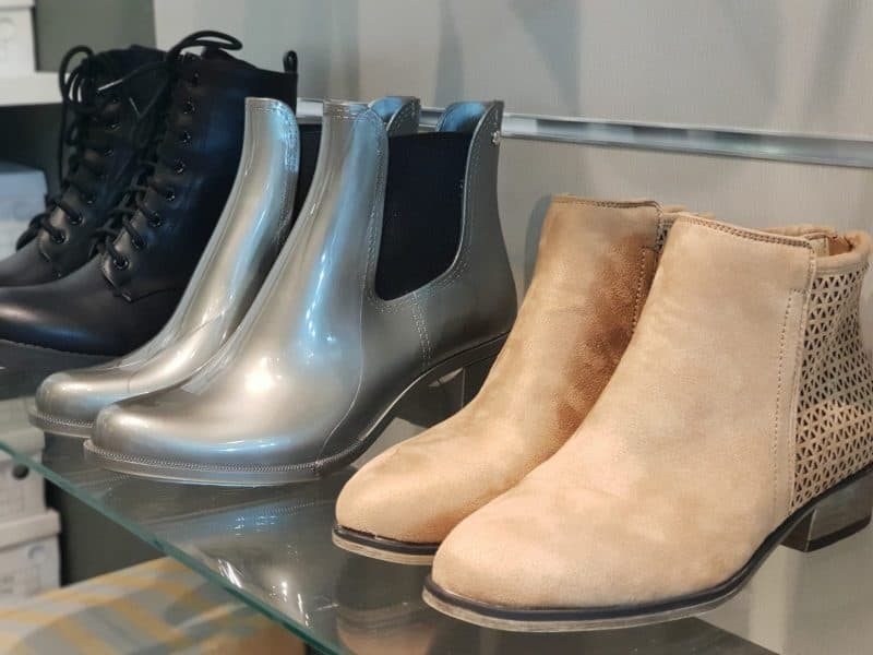 נעלי העקב של המותג