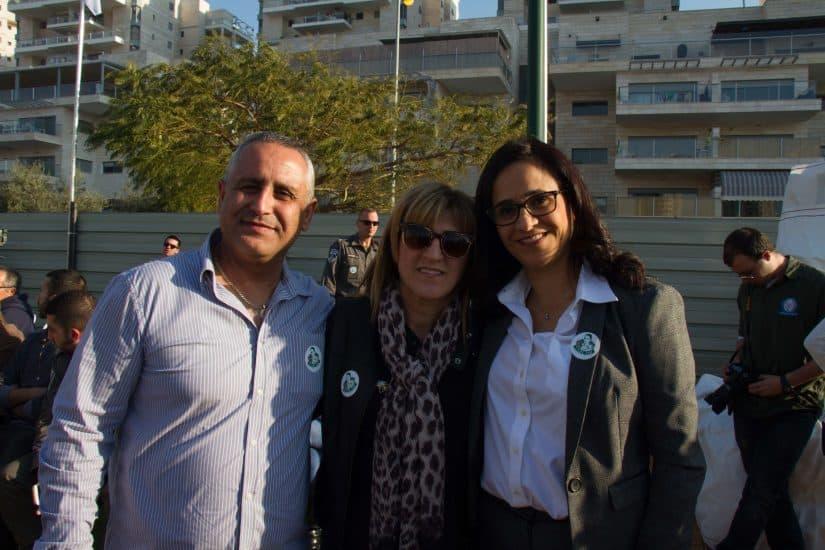 הוריה של הדר כהן עם ראש העיר אור יהודה הגברת ליאת שוחט. צילום - נטע מייסלוס