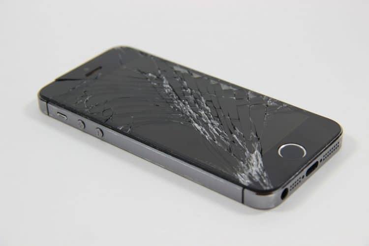 מסך שבור במכשיר נייד