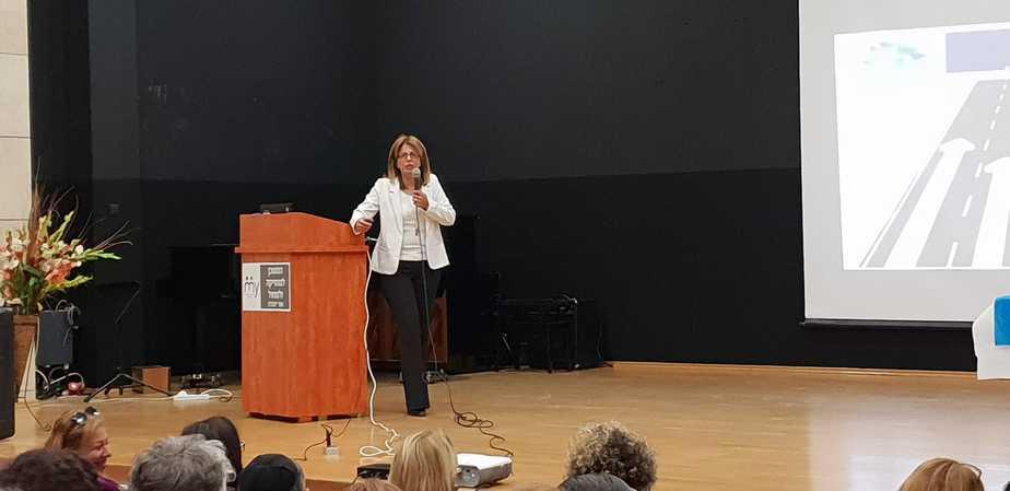 אלימות ברשת- דלילה אשכנזי, מנהלת אגף החינוך