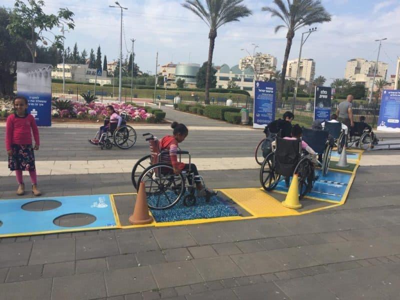 התנסות בניידות על כיסאות גלגלים