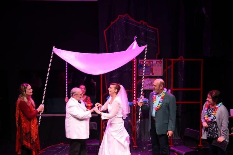 חתונה בהצגה אש בשדה קוצים