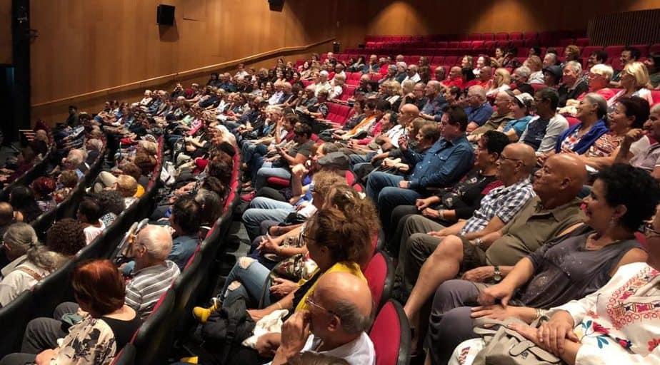 הקהל הצביע בכיסאות. שבוע האזרח הותיק