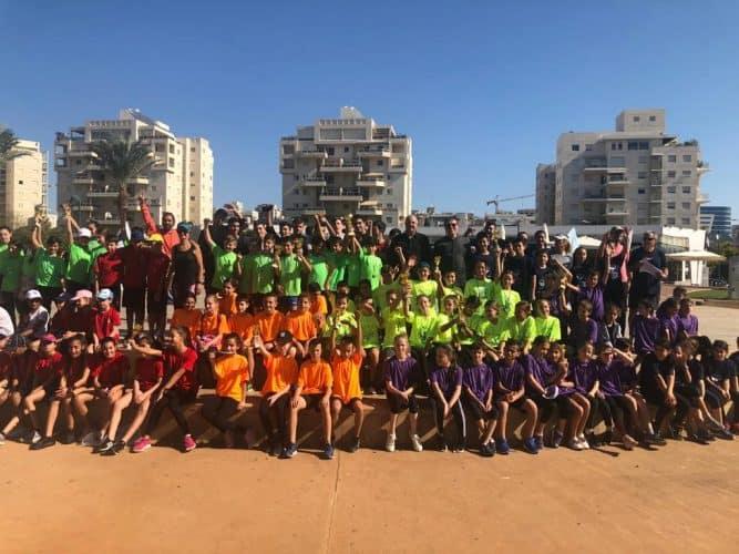 תמונה קבוצתית תחרות ריצה 2100 מטר בתי ספר יסודיים