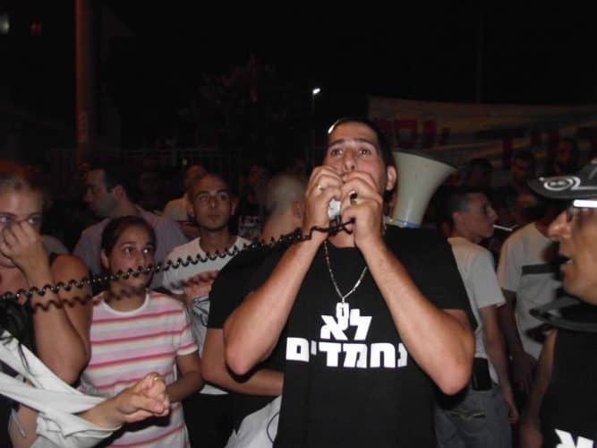 קובי ברכה בהפגנה