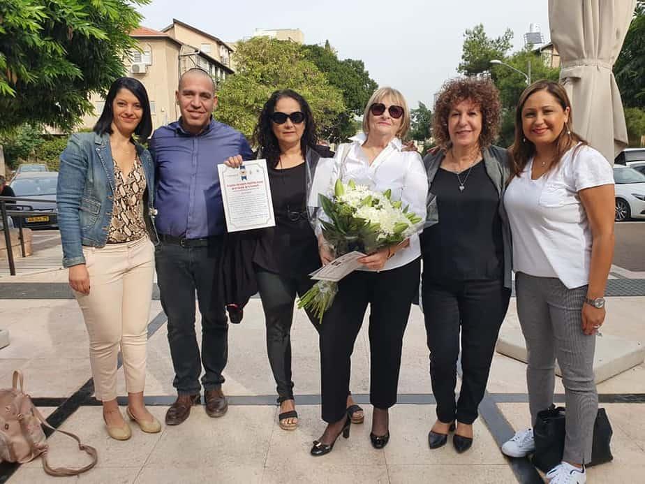 המתנדבת חדווה מלניק מקבלת פרס התנדבות