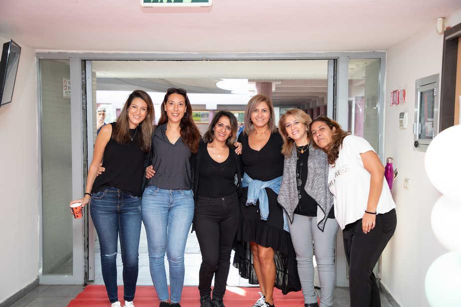 סטודנטיות לתואר ראשון ומצד שמאל- ליאת רובין מצטיינת דיקן, עובדת נפגשים מרכזים קהילתיים