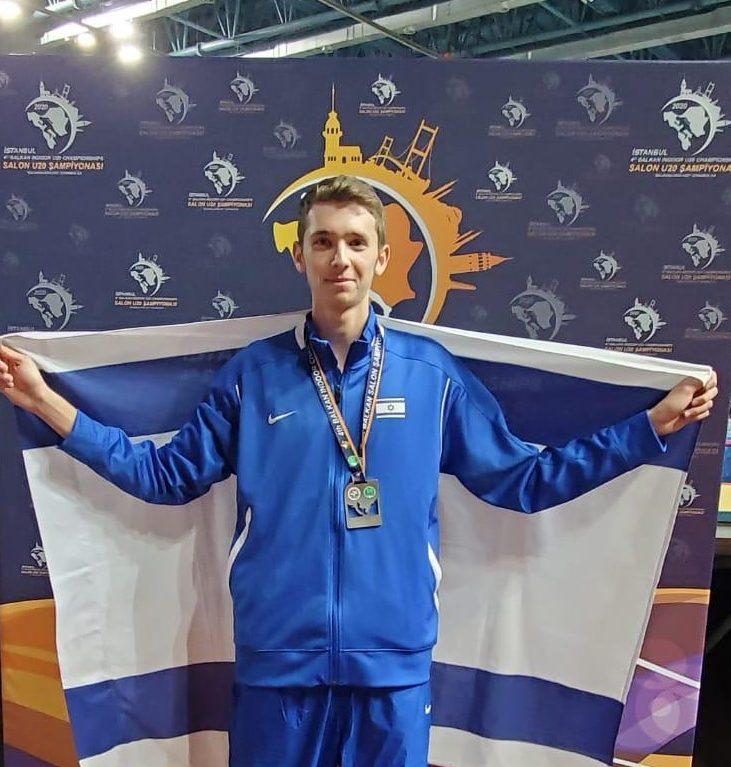 3 מדליית כסף. צילום: משפחת קפיטולניק