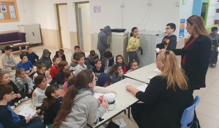 הסברה לתלמידים בקרית החינוך. צילום: דוברות סביון