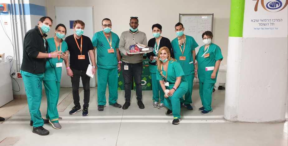 צוות רפואי בשיבא. צילום: נפגשים