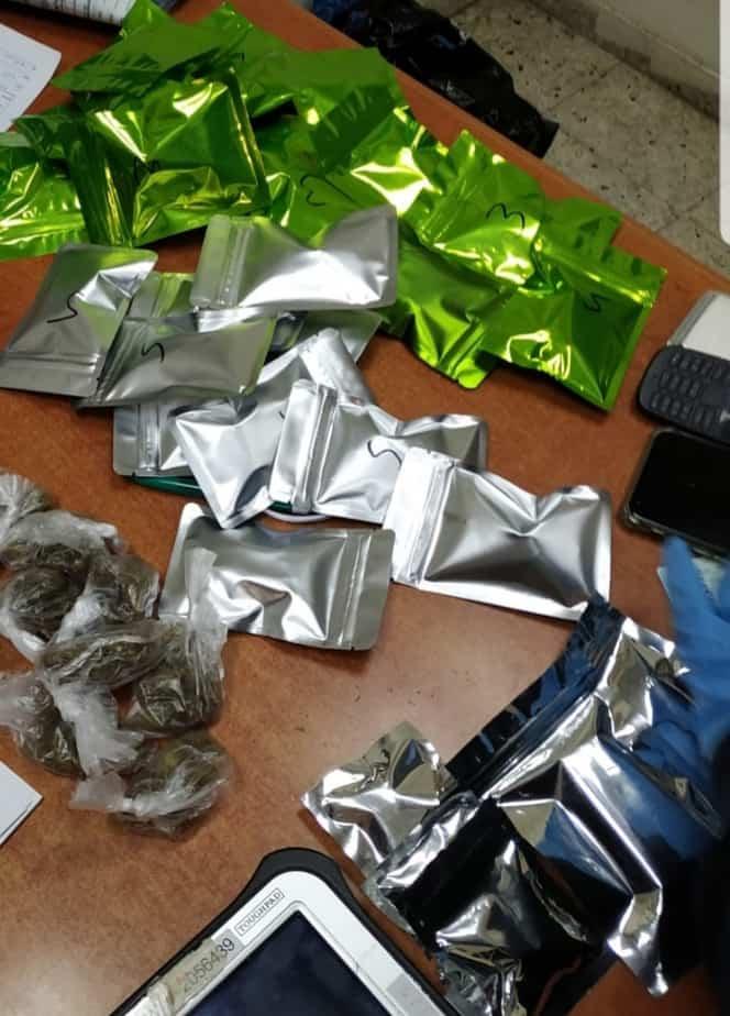 שקיות המכילות סם מסוג קנאביס. צילום: דוברות משטרת ישראל