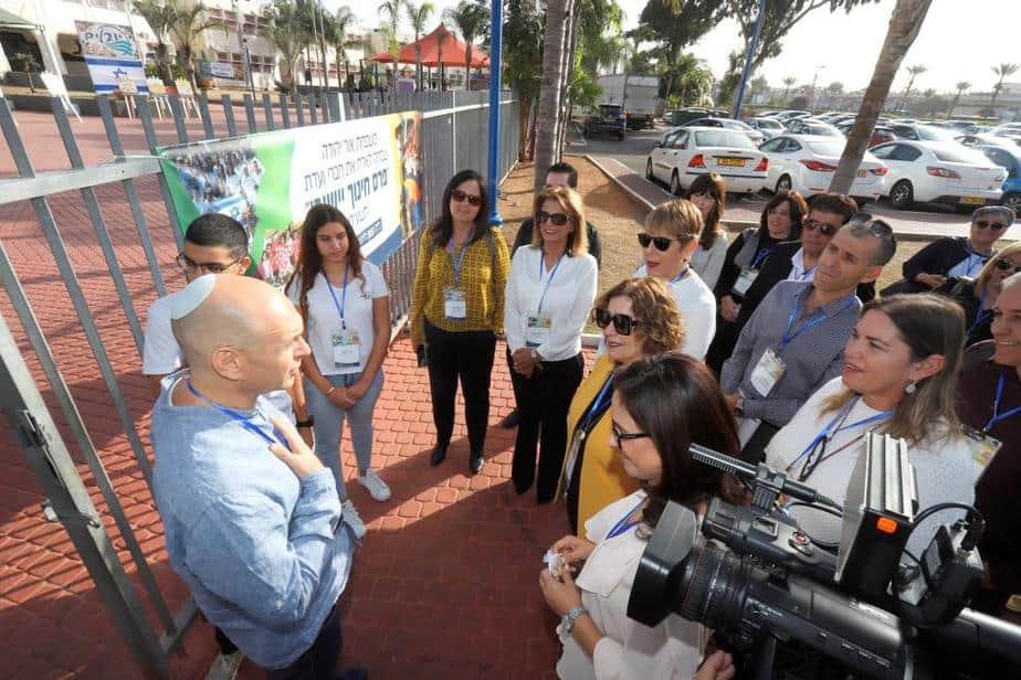 ביקור ועדת פרס החינוך (צילום: איתן אלחדז)