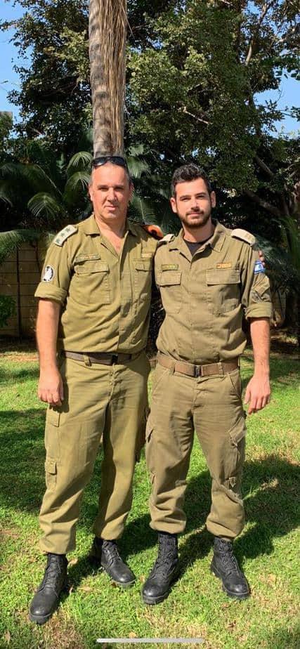 """אילן (משמאל) וגיא ארנון (צילום דובר צה""""ל)"""