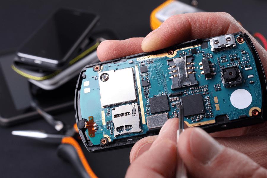 ליעד מרום טכנאי סלולר canva
