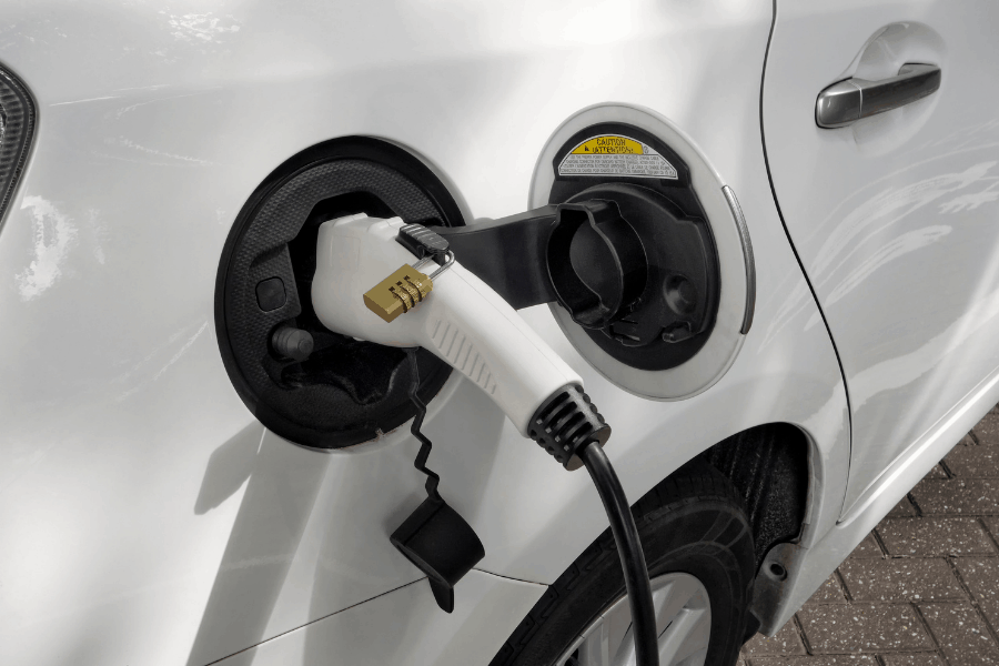 ליעד מרום טעינת רכב חשמלי canva