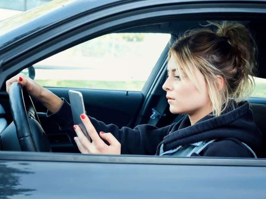 קרוב לחצי מהנהגים מסמסים בנהיגה (צילום אילוסטרציה Canva)