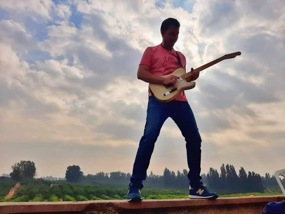 דויד דיקו סיאם – DICODER והגיטרה (צילום ירון בניסטי)