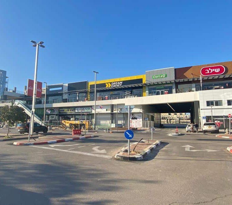 שדרת חנויות ביג יהוד מונוסון (צילום אונו NEWS)