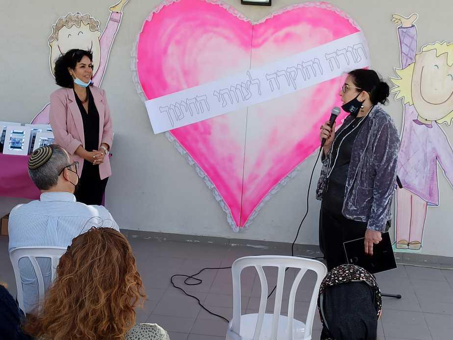 הוקרה לצוותי החינוך בגבעת שמואל (צילום דוברות משרד החינוך)