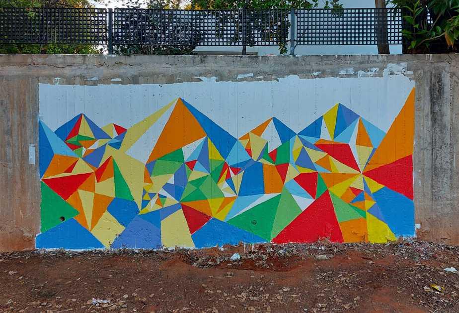 יום המעשים הטובים. חיבורים בין מבוגרים ונוער בציור קיר משותף בגני תקווה (צילום ניקי מוד)