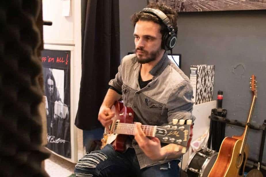 אילון סרד גיטרות (צילום דני גולדמן)