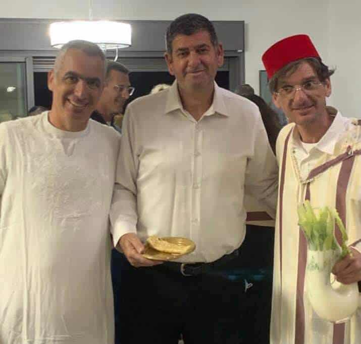ראש עיריית גבעת גבעת שמואל יוסי ברודני חוגג מימונה בבית משפחת משעל (צילום פרטי)