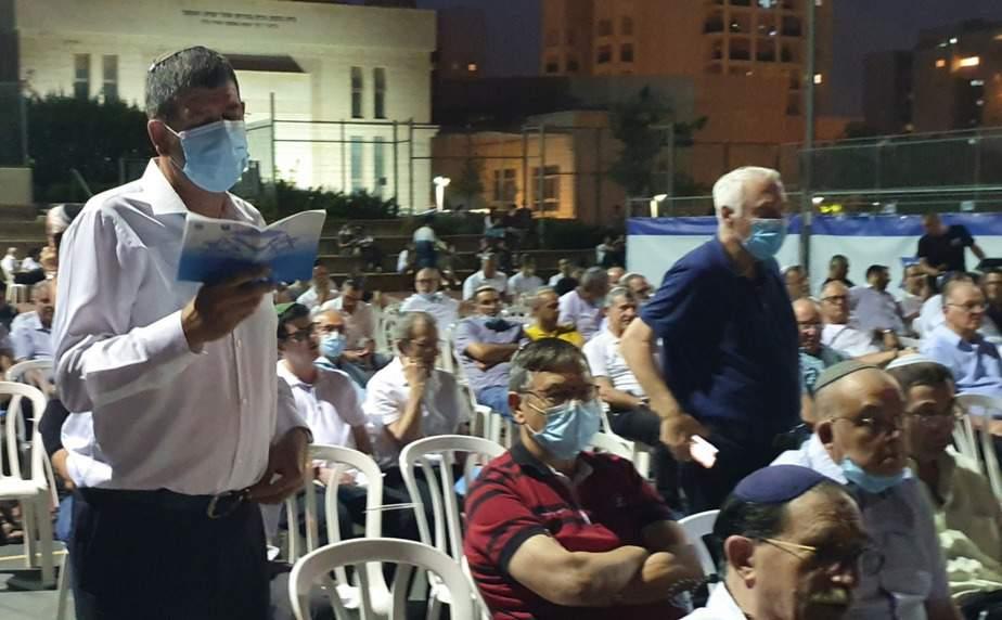 ראש העיר גבעת שמואל יוסי ברודני בתפילת ההודיה (צילום דוברות העירייה)