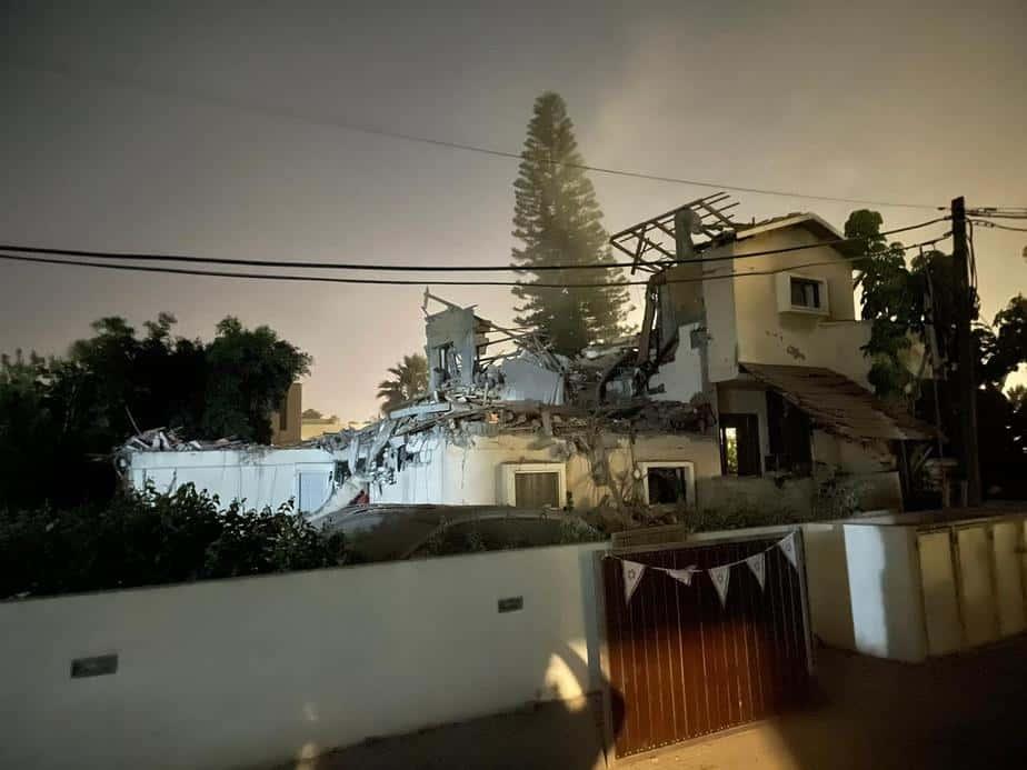 הבית שנפגע ביהוד. צילום: דוברות איחוד הצלה