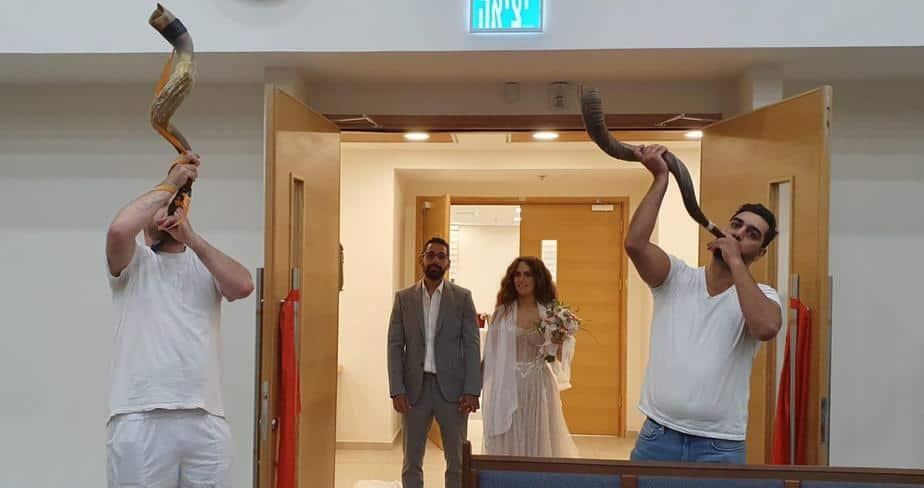נועה אפטר וגבריאל בלולו ביום חתונתם. צילום: יעל פרנק ורונית קליינר