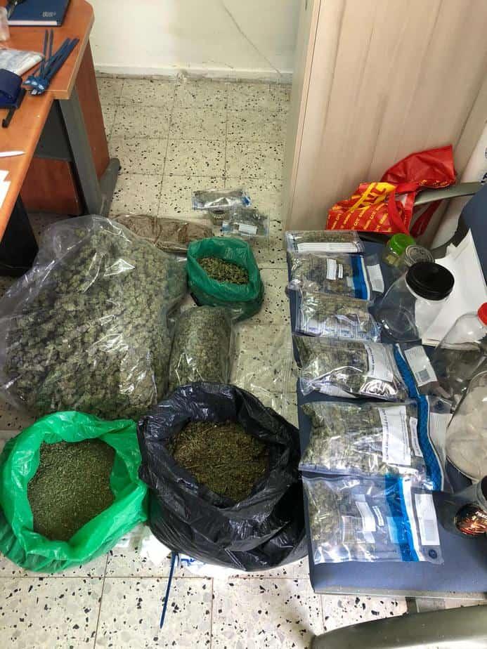 הסמים שנתפסו במעבדה בנווה מונוסון. צילום: דוברות המשטרה