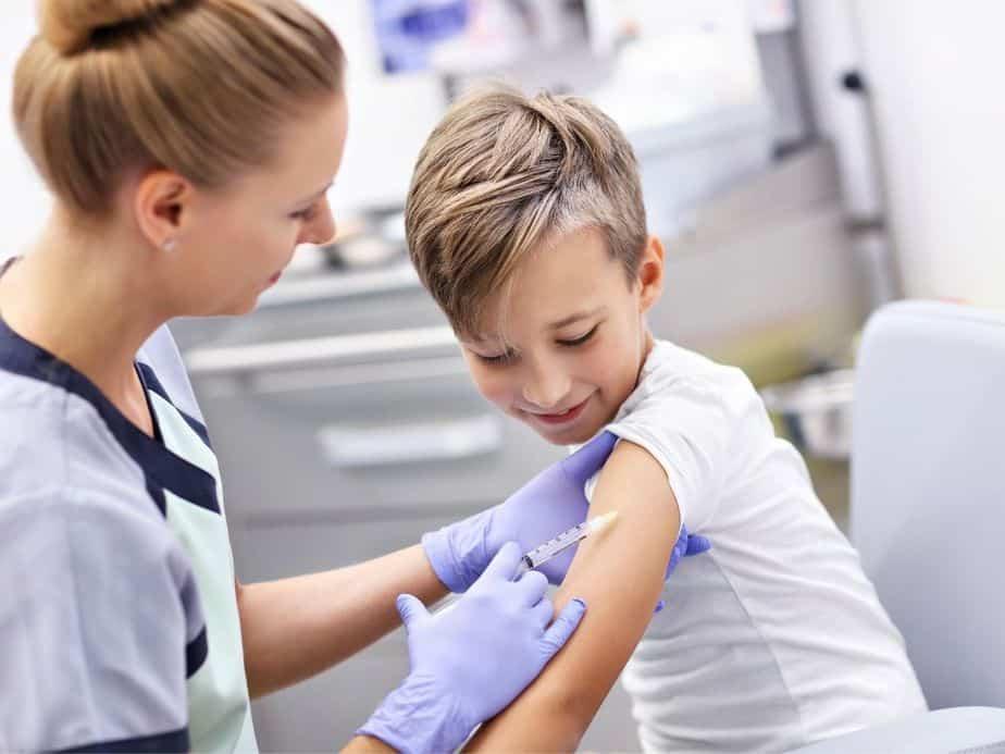 מתחם חיסוני קורונה לבני 12-15 באור יהודה. אילוסטרציה canva