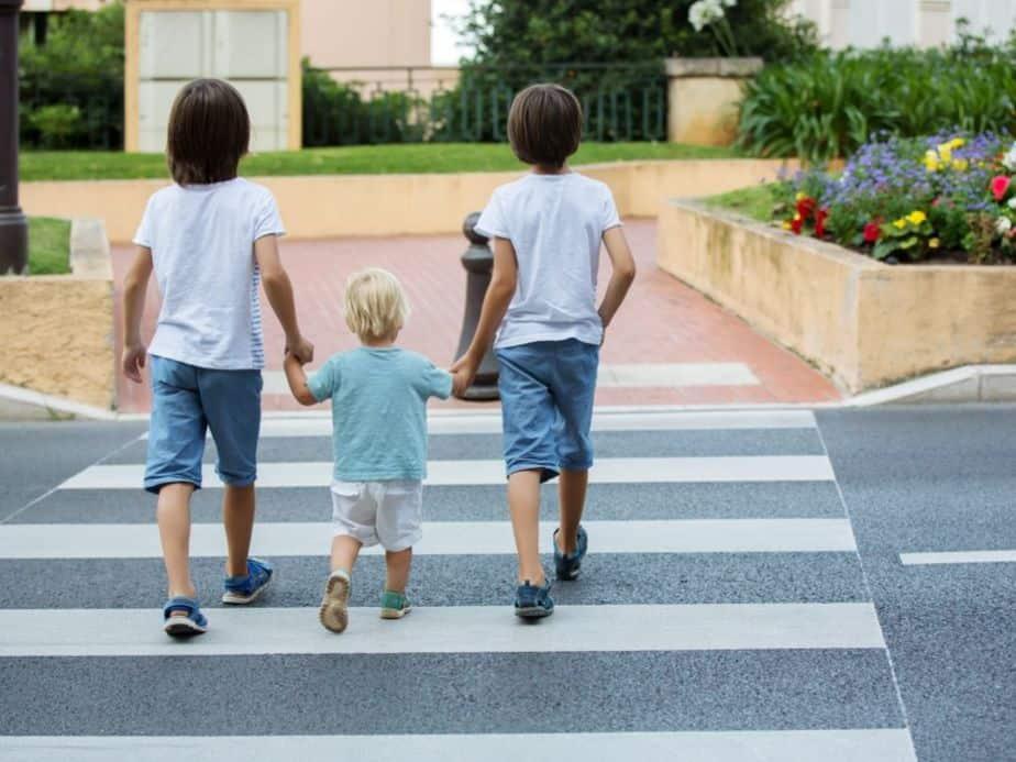 ילדים בדרכים בחופש הגדול. צילום אילוסטרציה: Canva