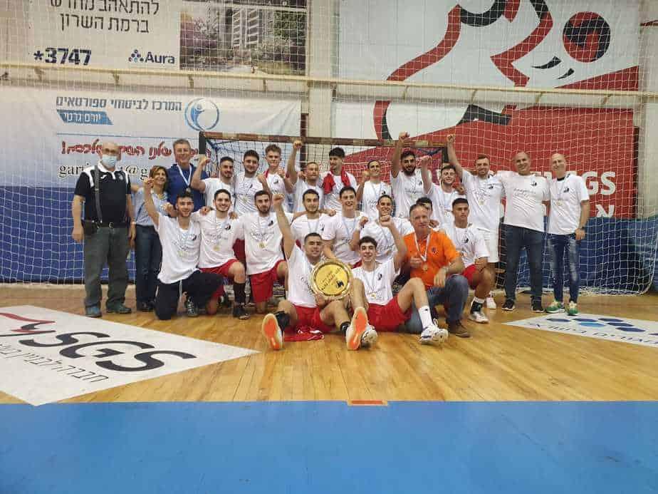 קבוצת הנוער הפועל קריית אונו בכדוריד אלופת המדינה לנוער לעונת 2020/21. צילום: עדי מזור