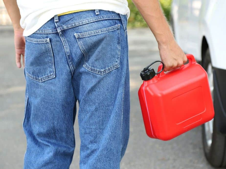 תושב גבעת שמואל חשוד כי הצטייד במיכל דלק ואיים לשרוף שוטרת. צילום אילוסטרציה: Canva